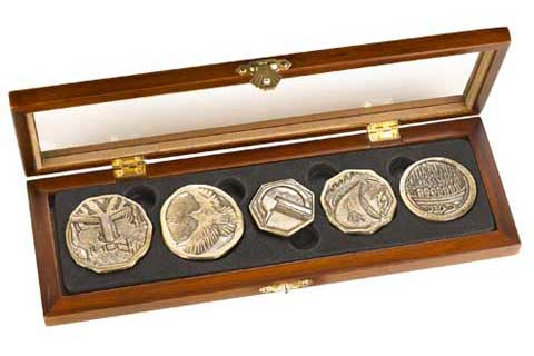 The Hobbit Dwarven Treasure Coin Set
